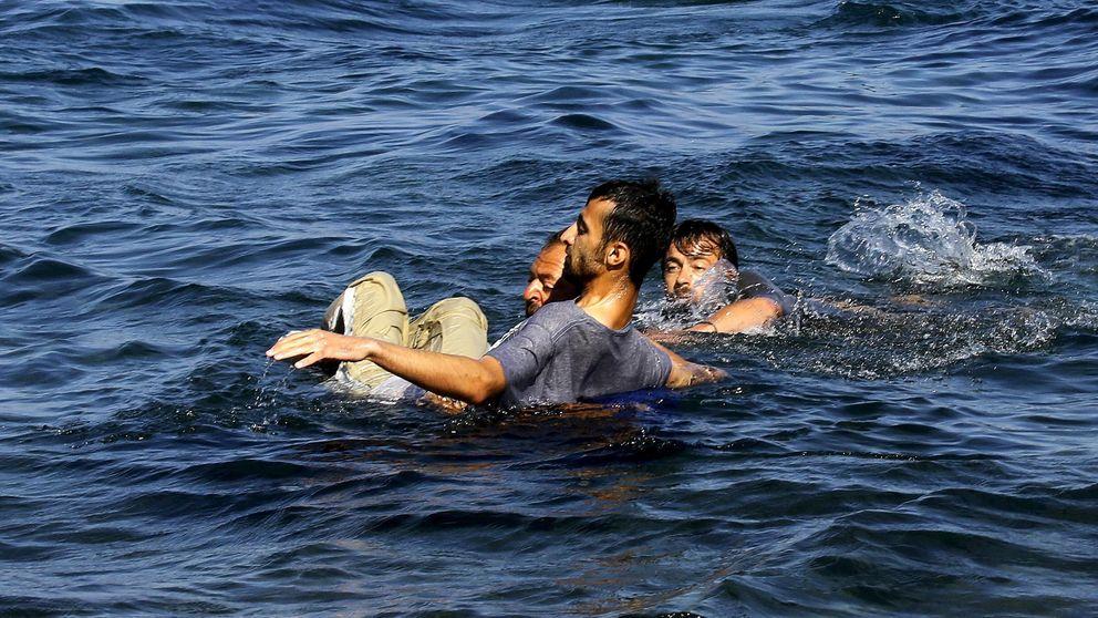 Un griego anónimo salva a un refugiado de morir ahogado