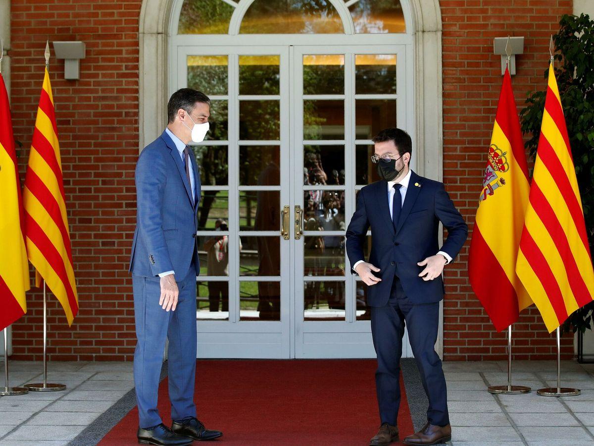 Foto: Pedro Sánchez recibe a Pere Aragonès en Moncloa. (EFE)
