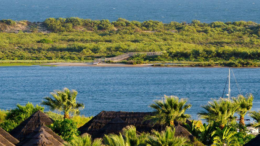 El Rompido, un paraíso en Huelva: por qué bañarte en la playa de la Flecha