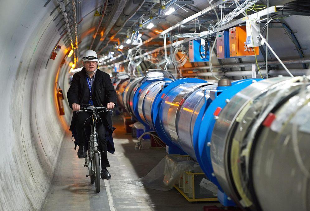 Foto: El Gran Colisionador de Hadrones vuelve a la carga (Fotografía: EFE/EPA/Adam Warzawa))