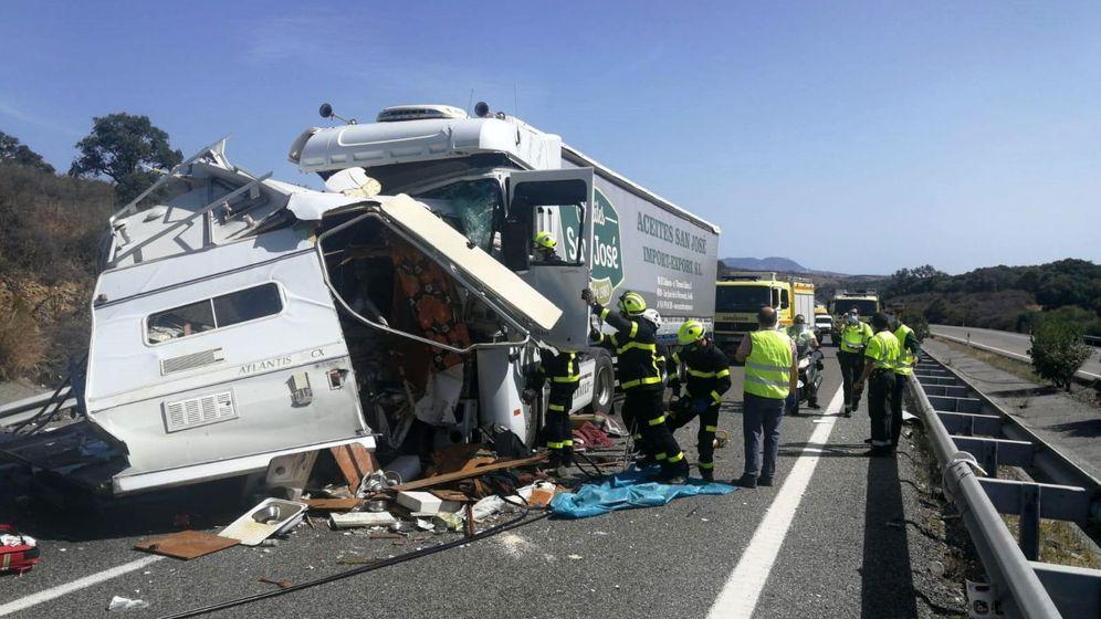 Foto: El accidente en Los Barrios donde murió la pareja. (EFE)