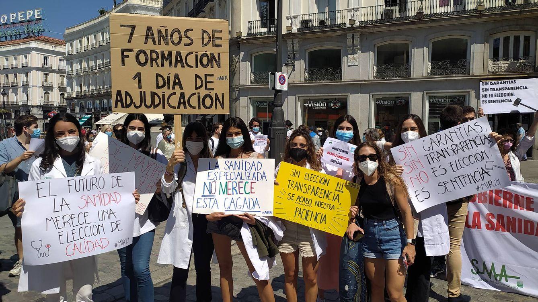 Foto: Un grupo de manifestantes esta mañana en Sol