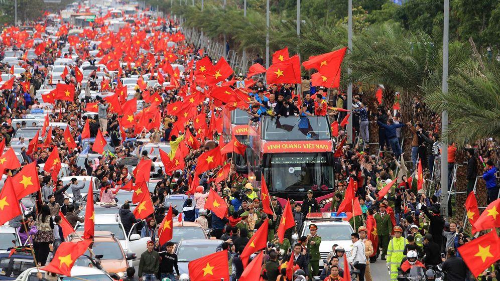Foto: Los jugadores de la sub 23 de Vietnam, recibidos como héroes en su país. (EFE)