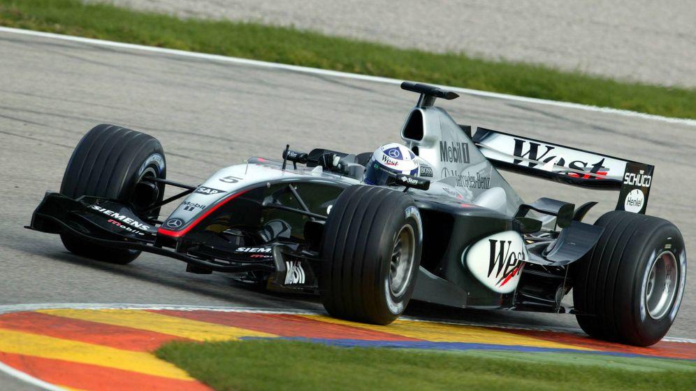 Foto: El McLaren de 2003 con el que David Coulthard sí pilotó, el MP4-19. (Imago)