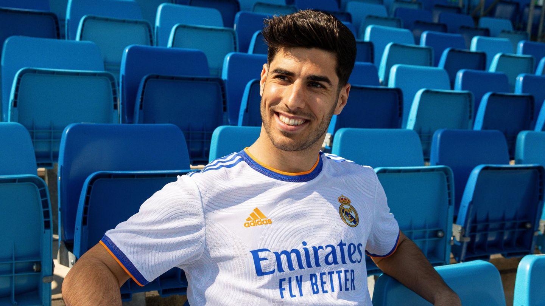 Asensio, con la camiseta del Madrid patrocinada por Fly Emirates. (EFE)