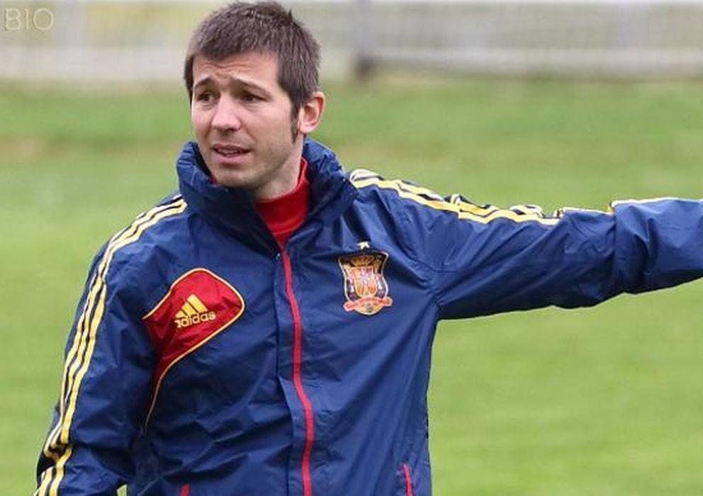 Foto: Celades, dirigiendo un entrenamiento de la selección nacional sub-16. (www.sefutbol.es)