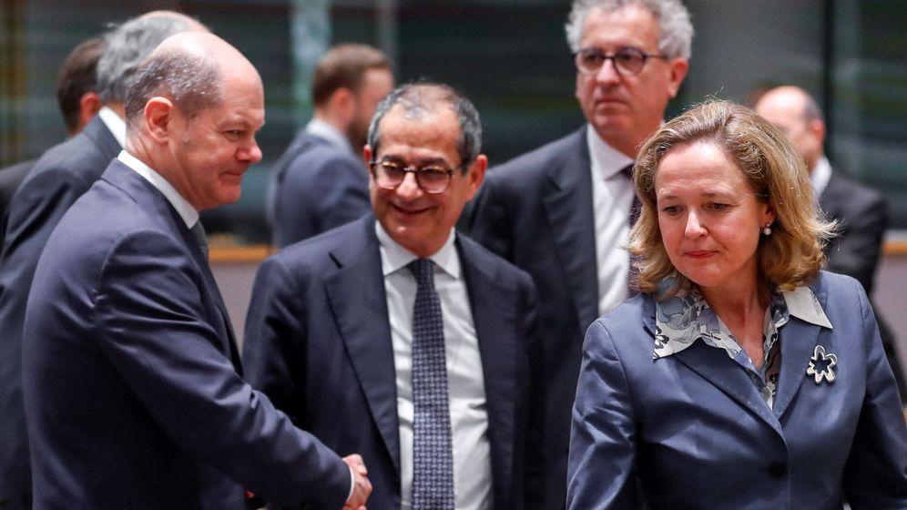 Foto: La ministra española de Economía, Nadia Calviño (dcha), su homólogo italiano, Giovanni Tria (c), y el ministro alemán de Finanzas, Olaf Scholz. (EFE)