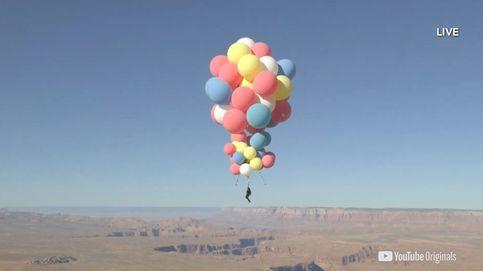 David Blaine vuela a 7.500 metros de altura solo con globos llenos de helio