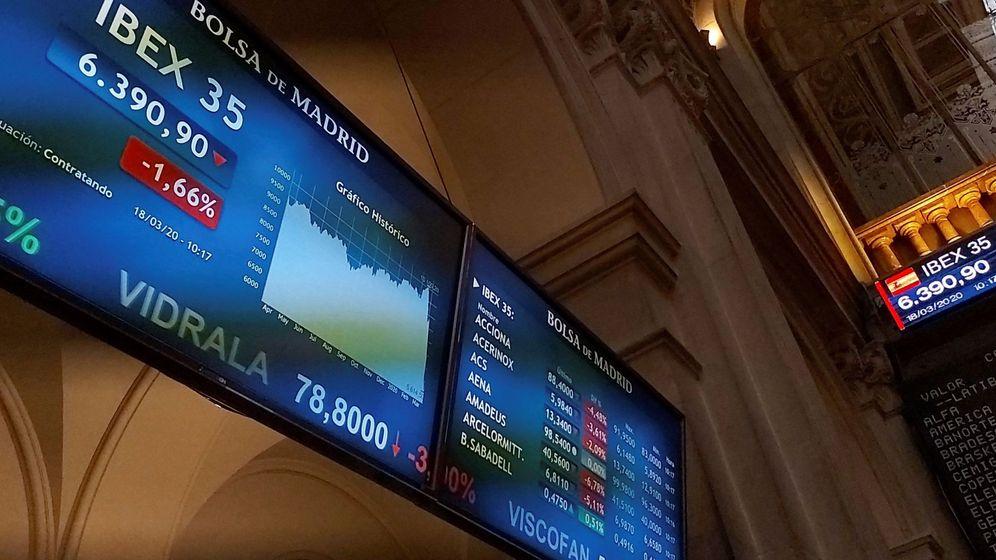 Foto: Pantallas de la Bolsa de Madrid. (EFE)