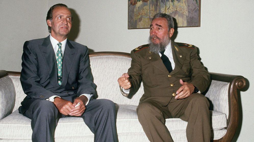Foto: Fotografía tomada en 1991 del por entonces rey Juan Carlos junto al líder cubano Fidel Castro. (EFE)