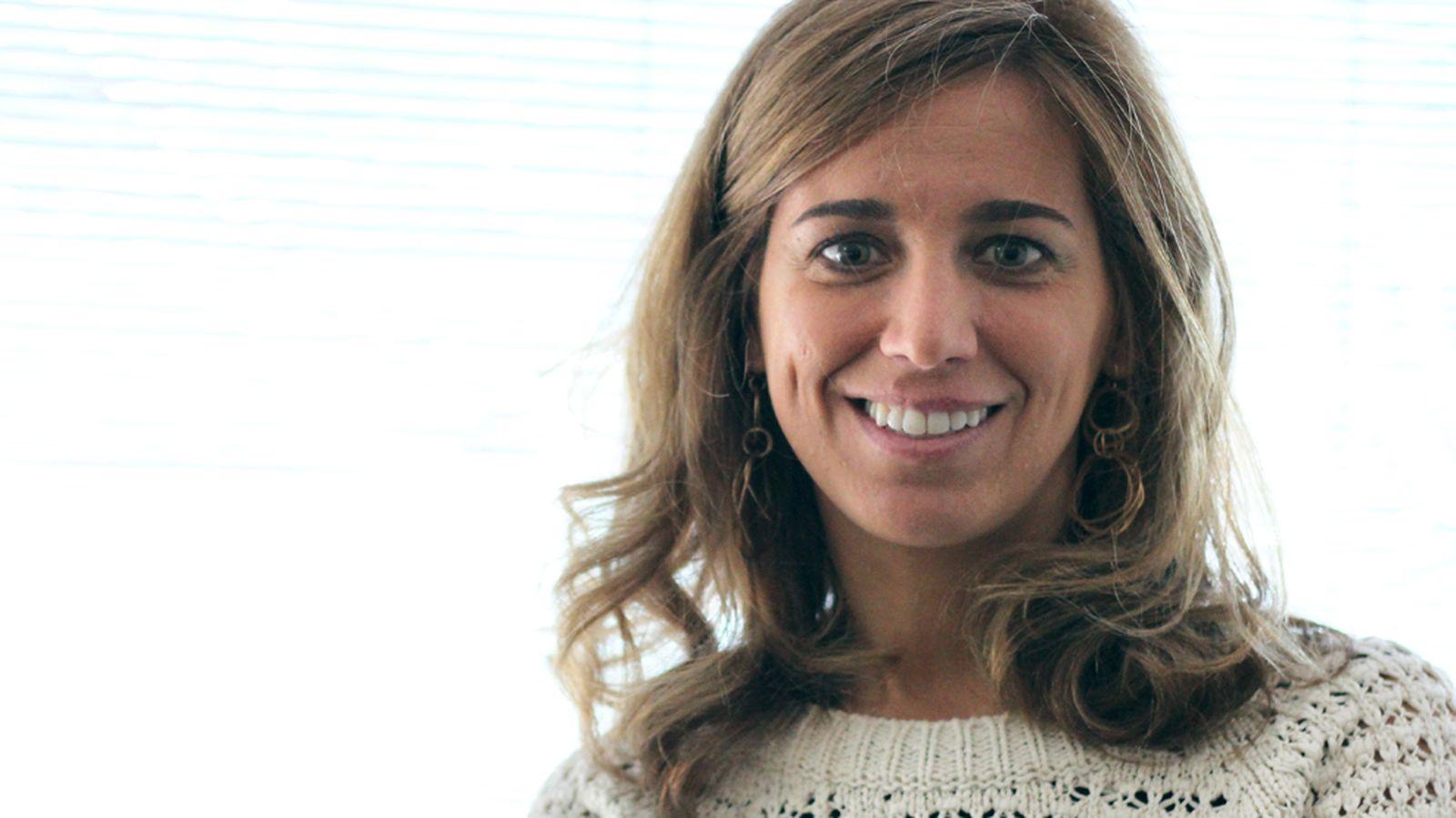 Foto: Estefanía Peral, durante su visita a El Confidencial. (Fotografía: Francisco Javier Martínez)
