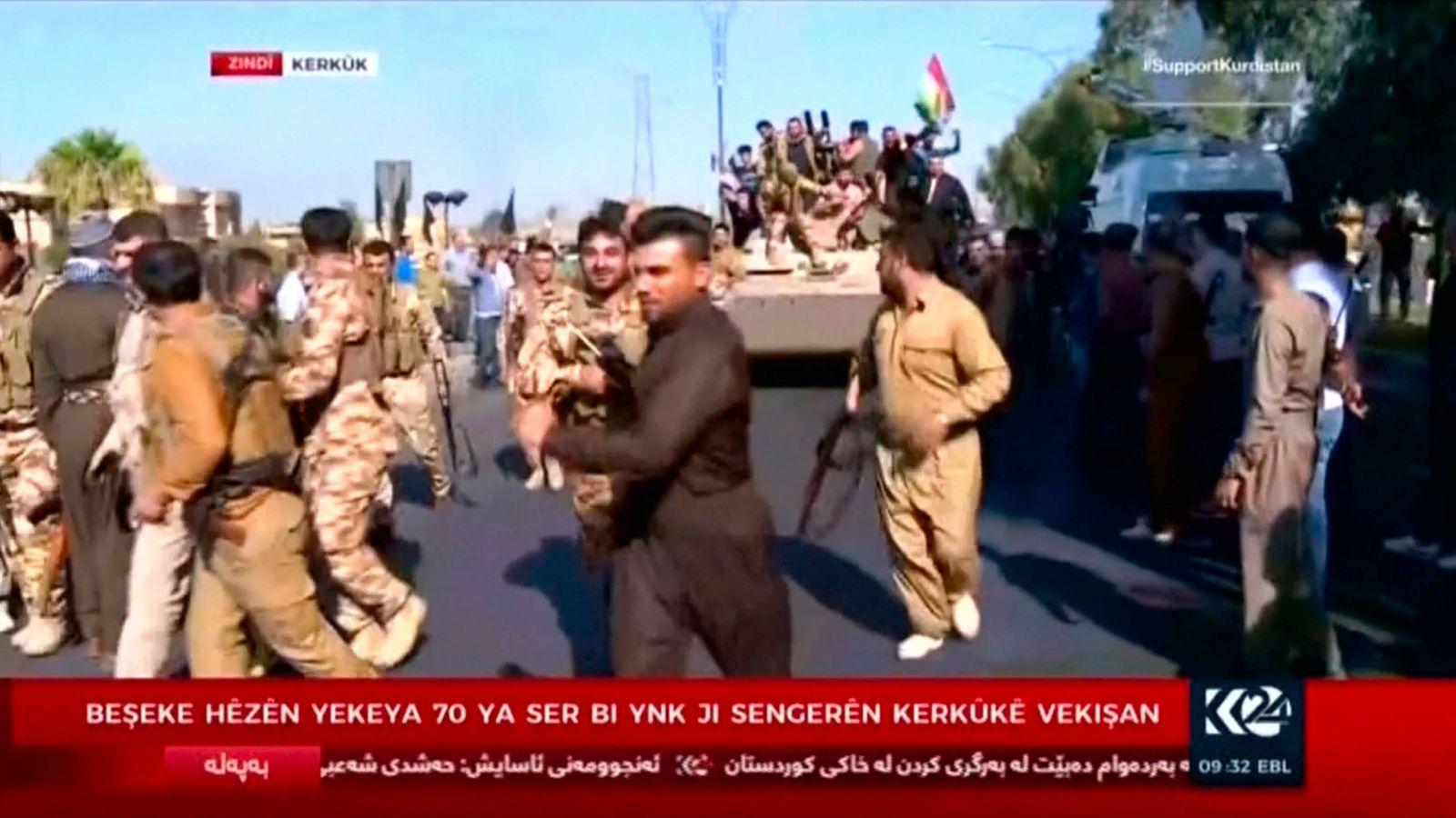 Foto: Fuerzas kurdas sobre vehículos blindados en las calles de Kirkuk, Irak, el 16 de octubre de 2017. (Reuters)