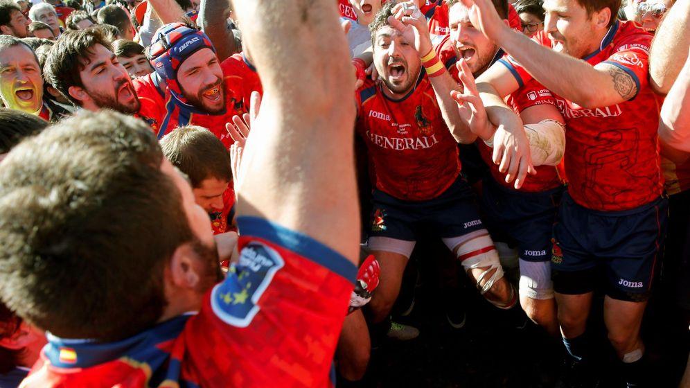 Foto: Los jugadores de España celebrando la victoria ante Rumanía. (EFE)