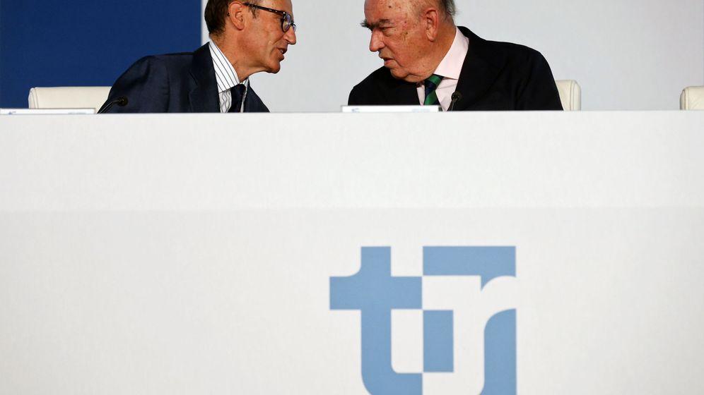 Foto: El CEO de Técnicas Reunidas, Juan Lladó (i), junto con el presidente José Lladó. (Reuters)