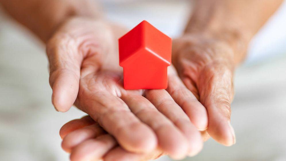 Foto: Mi madre tiene dos casas, si alquila una, ¿cómo le afecta a la pensión de viudedad? (iStock)