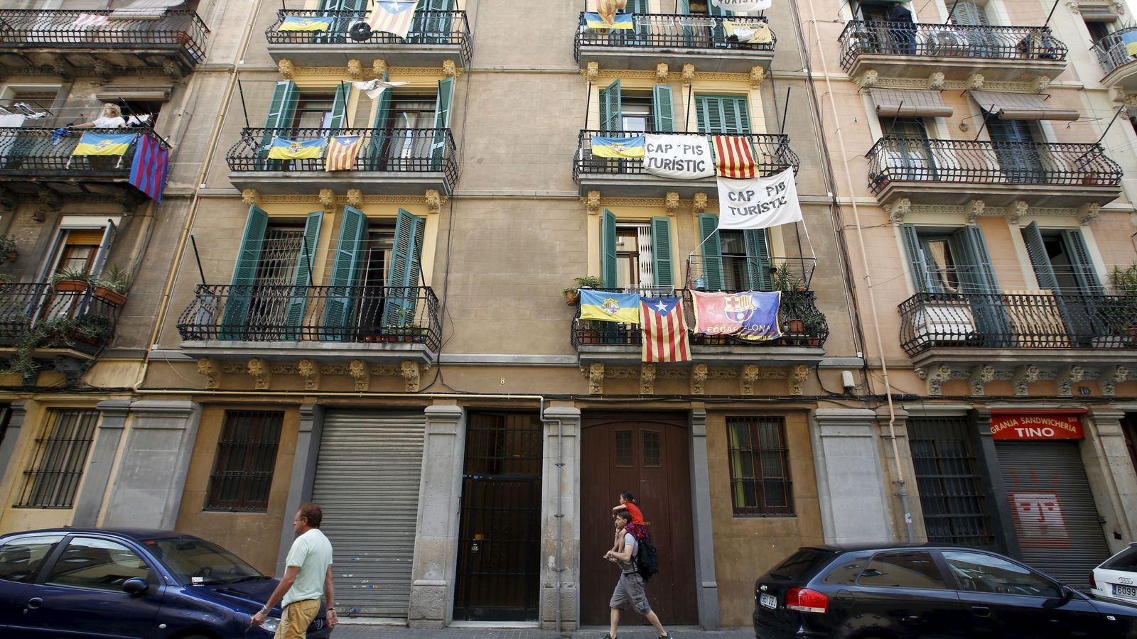 Foto: El barrio de la Barceloneta, uno de los más afectados por los pisos turísticos ilegales anunciados en páginas como Airbnb. (Foto: Reuters)