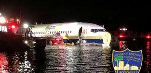 Post de Las increíbles imágenes de un Boeing con 136 pasajeros flotando en un río en Florida