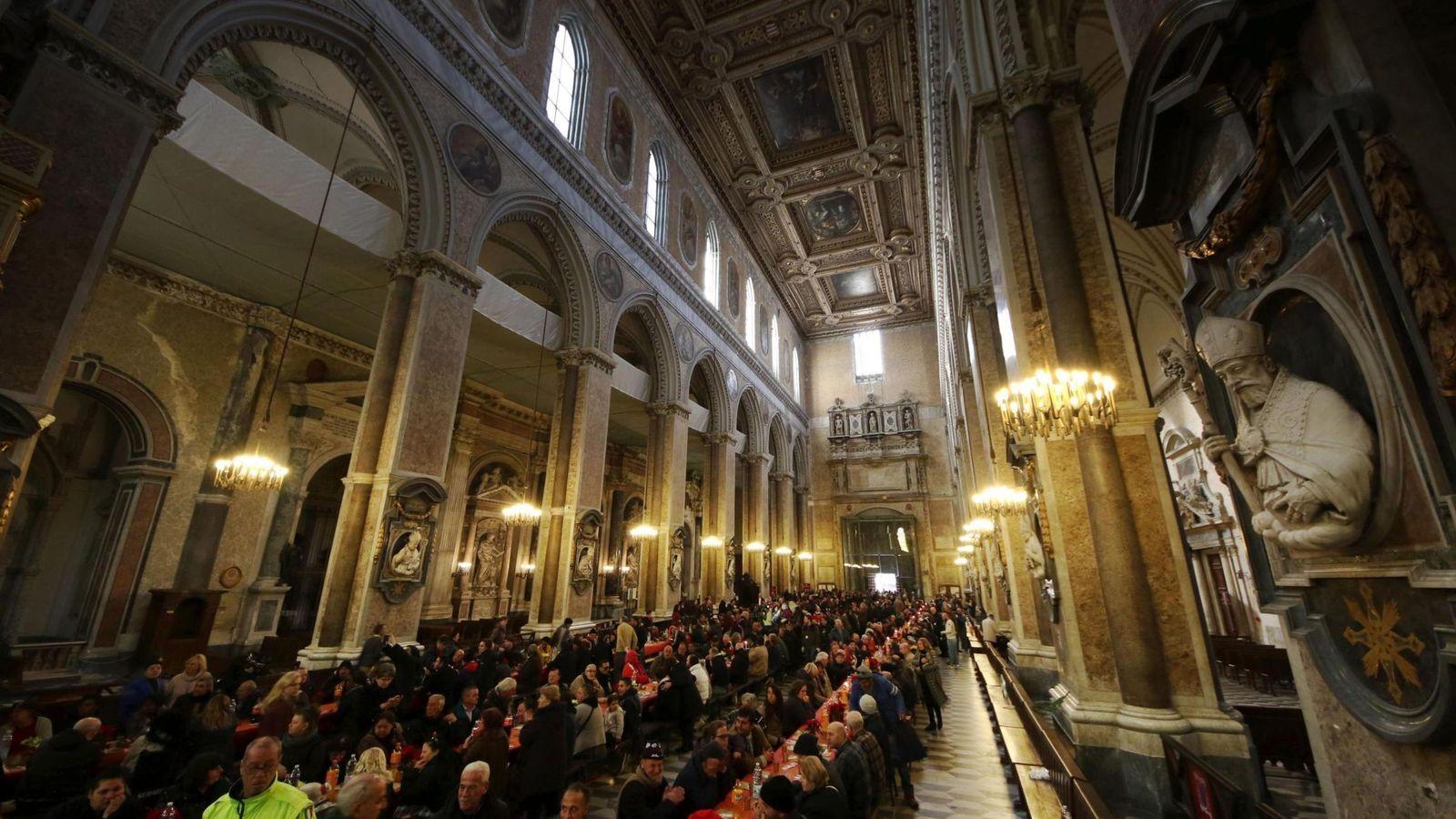 Foto: Interior de la Catedral de Nápoles, donde se guarda la reliquia de San Jenaro. (EFE)