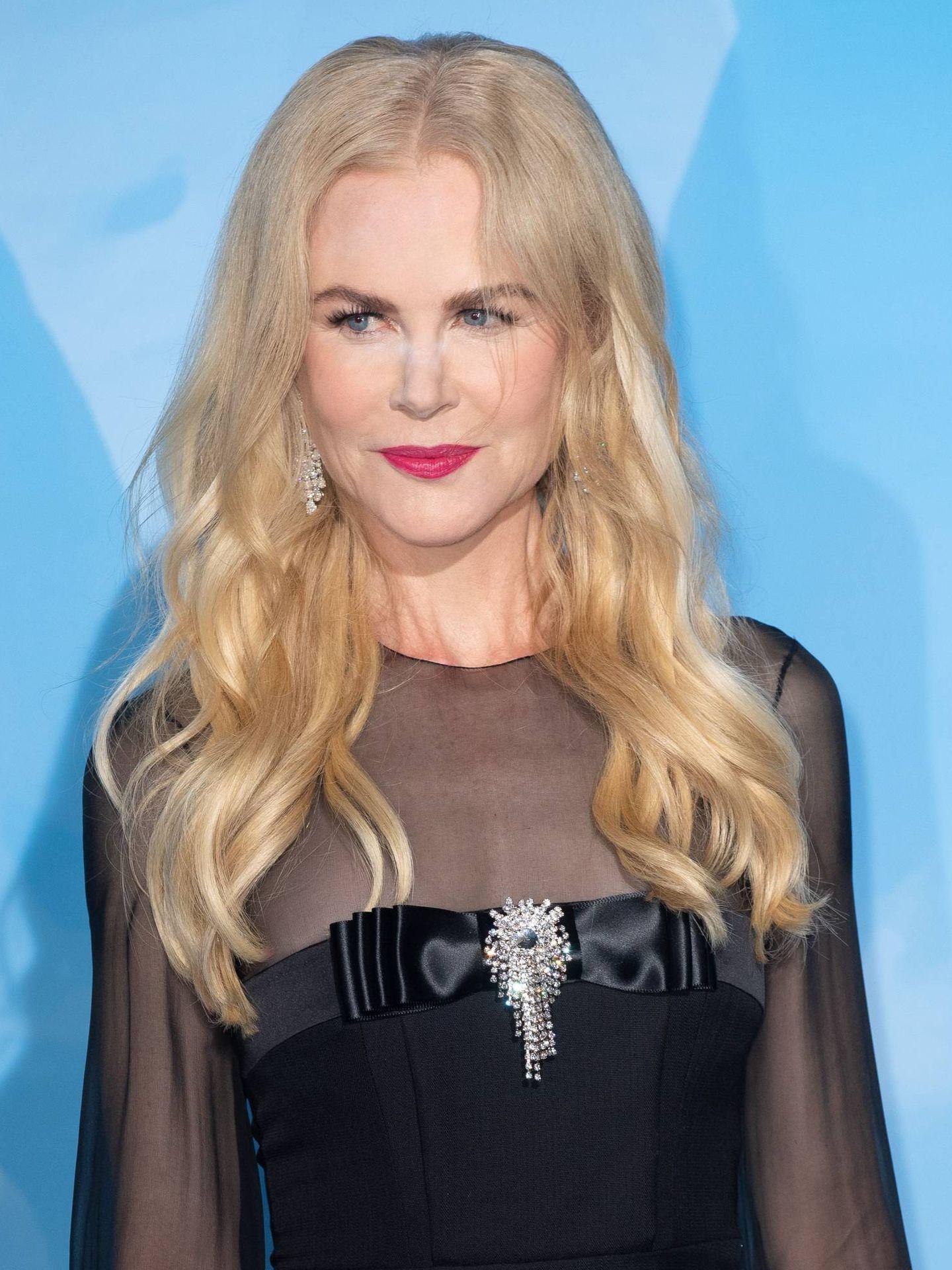 El cabello ondulado de Nicole Kidman suele aparecer en la zona de la raíz. (Cordon Press)