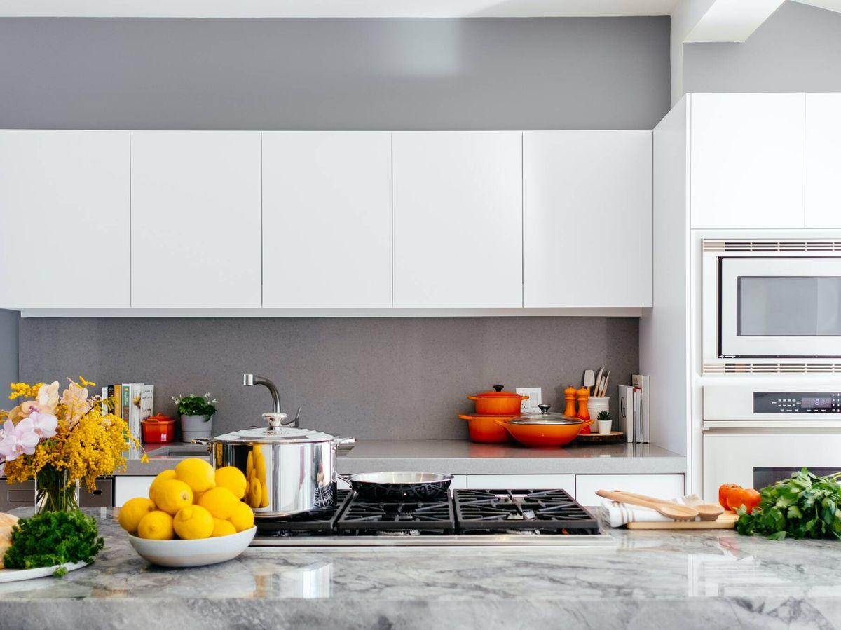 Foto: Errores a evitar al organizar tu cocina. (Jason Briscoe para Unsplash)