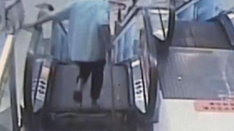 Amputan el pie a un hombre que se quedó pillado en una escalera mecánica