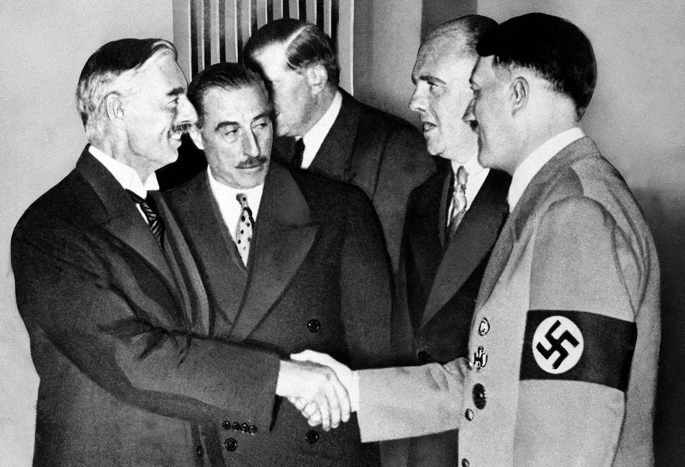 Foto: Chamberlain y Hitler: un apretón de manos que cambió la historia. (Cordon Press)