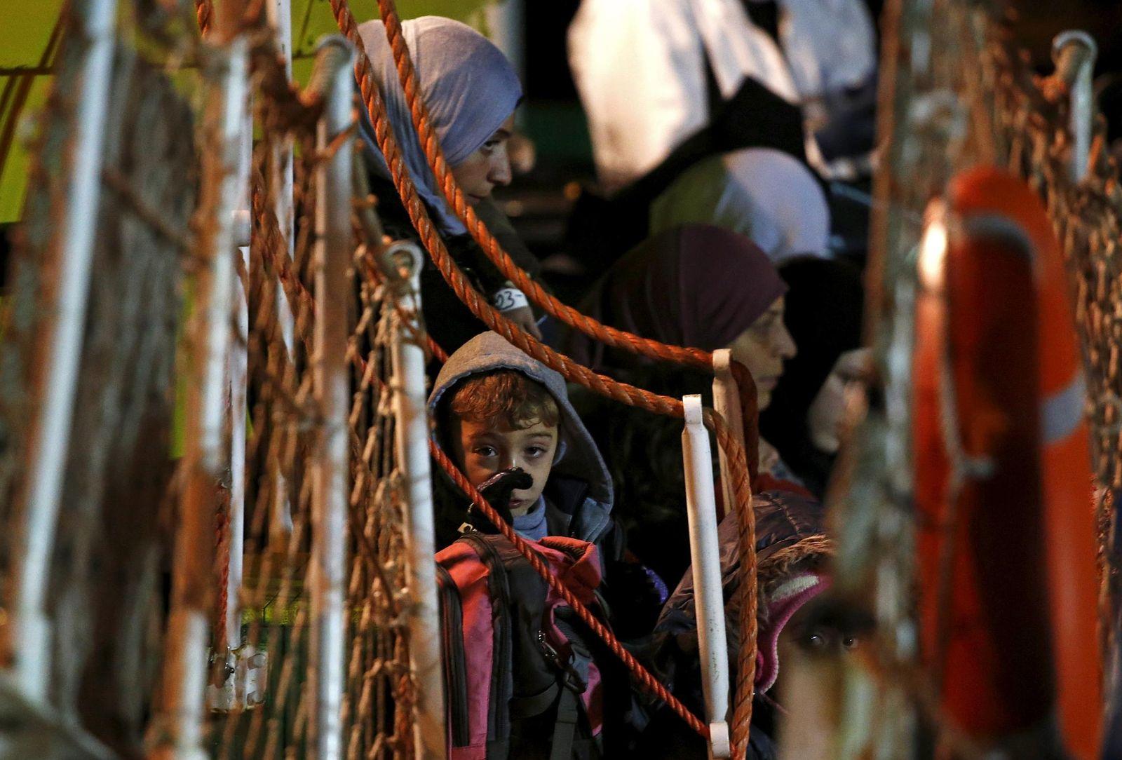 Foto: De la miseria a la prostitución: el triste destino de los inmigrantes menores de edad