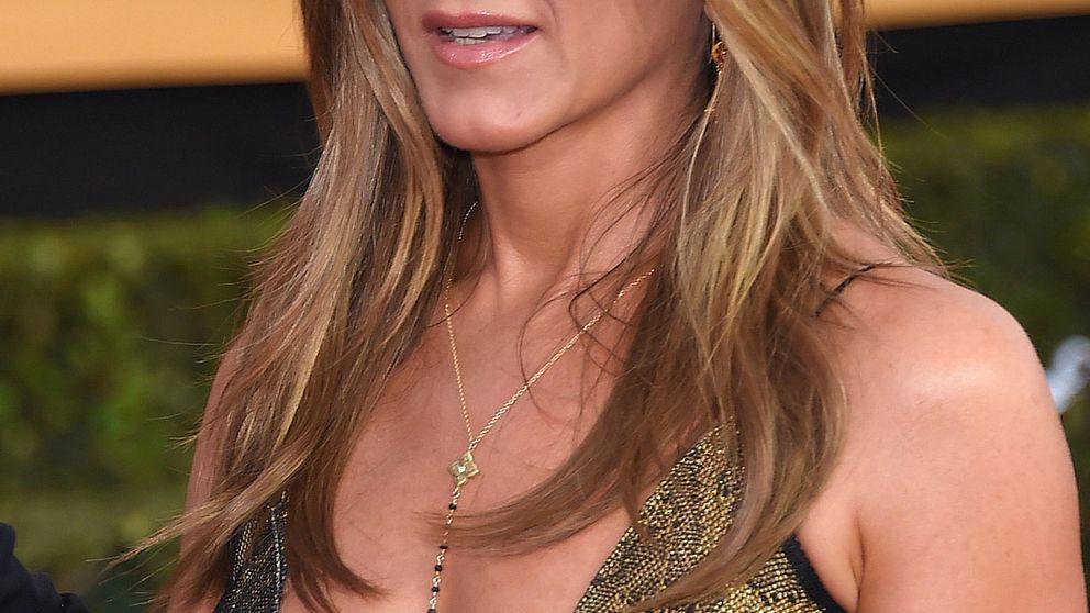 Jennifer Aniston y Julia Roberts lucen escote en los Premios del Sindicato de Actores