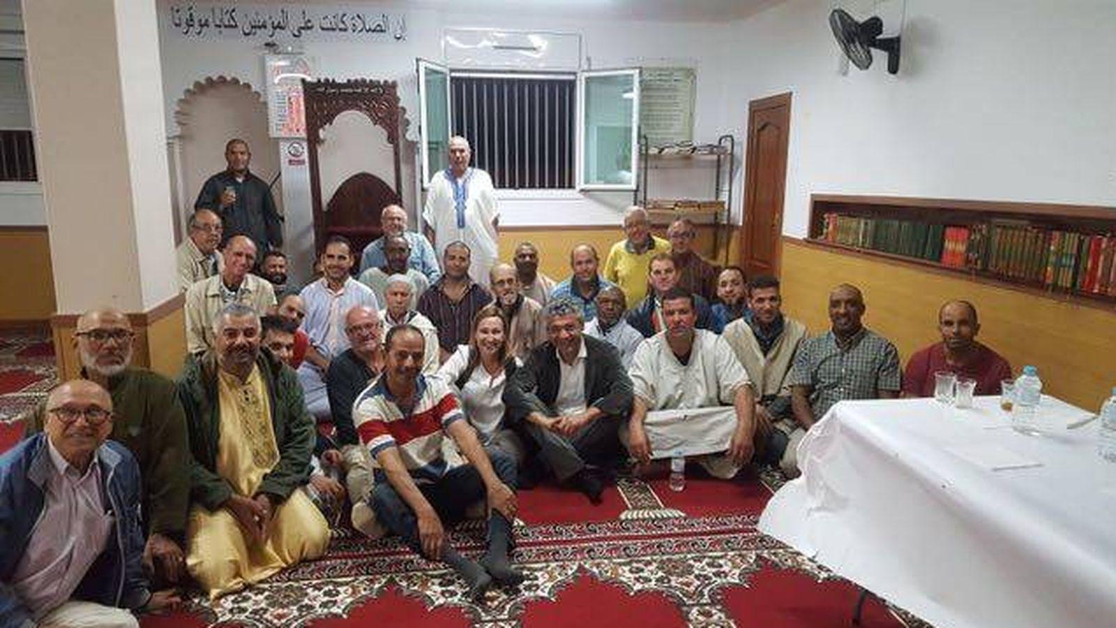 Foto: El secretario de Inmigración de la Generalitat, Oriol Amorós (ERC), en la mezquita de Sant Vicenç dels Horts el pasado 19 de septiembre.