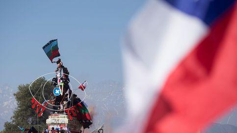 El primer aniversario de las protestas en Chile deja dos iglesias incendiadas y saqueos