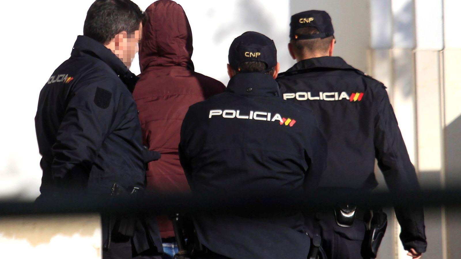 Foto: Imagen de archivo de agentes de la Policía Nacional. (EFE)