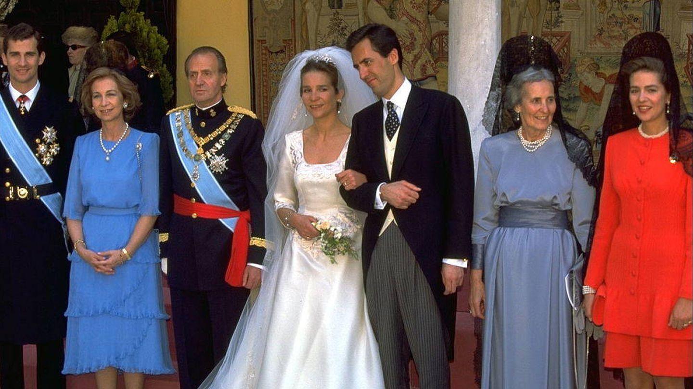 Foto familiar de la boda de la infanta Elena y Jaime de Marichalar en 1995. (Getty)