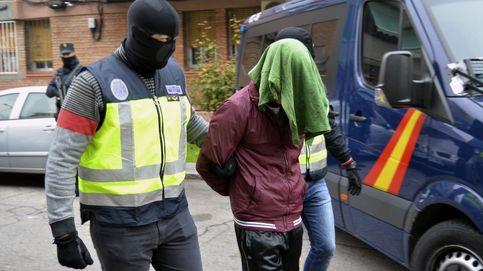 Detenidos dos yihadistas en Madrid: la policía halla cargadores de fusiles AK-47