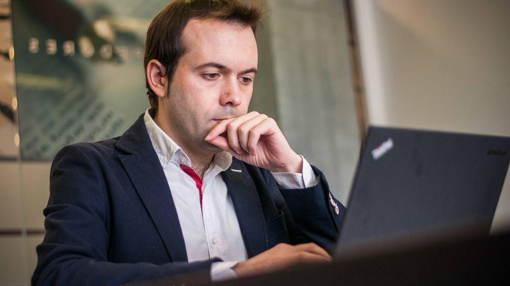 Foto: El economista Juan Ramón Rallo, respondiendo a los lectores en su Chat Liberal. (Foto: Carmen Castellón)