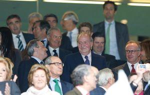 El Rey, en un palco muy 'popular' con Aznar, Botella, González...
