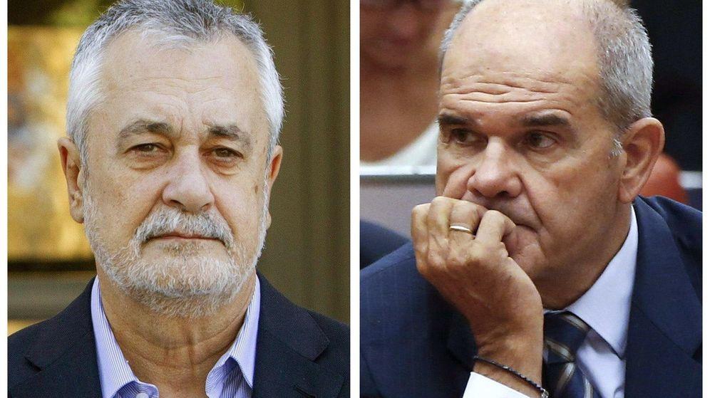 Foto: Los ex presidentes de Andalucía, Antonio Griñán y Manuel Chaves. (EFE)