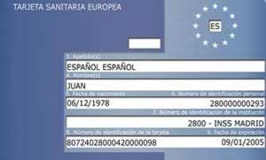 Los españoles, los que más carecen de la tarjeta sanitaria europea