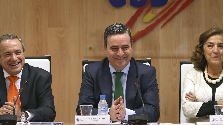 Emilio Lora-Tamayo (i), Miguel Cardenal y Carmen Vela Olmo. (EFE)