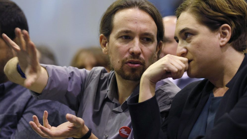 Foto: El secretario general de Podemos, Pablo Iglesias, y la alcaldesa de Barcelona, Ada Colau, durante un acto electoral. (EFE)