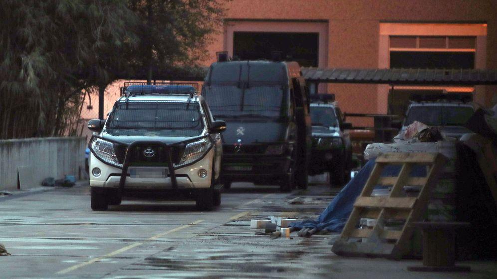 Foto: La Guardia Civil registra el Cesicat. (EFE)