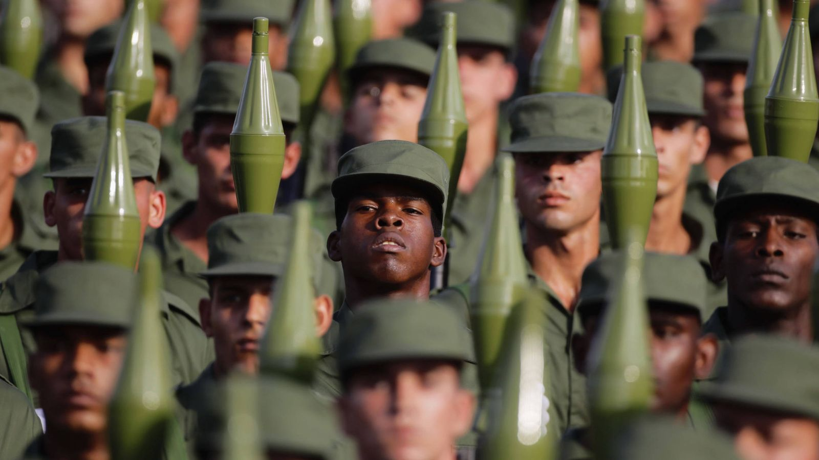 Foto: Soldados cubanos transportan lanzagranadas durante un desfile militar en la Plaza de la Revolución, el 16 de abril de 2011 (Reuters)