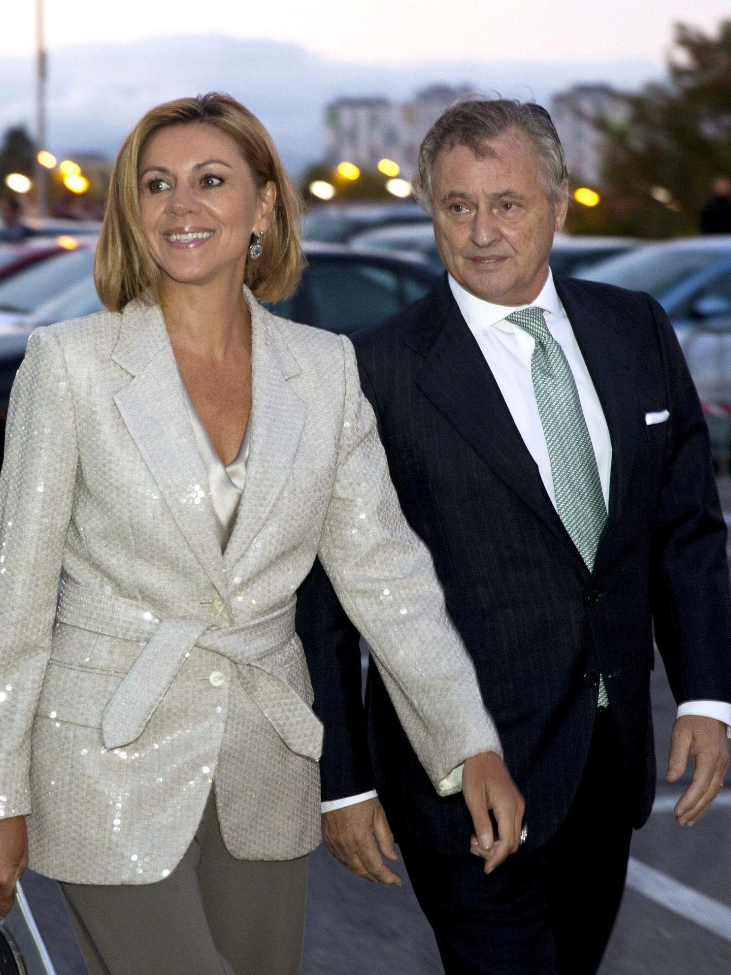 María Dolores de Cospedal e Ignacio López, en la boda de Javier Maroto. (EFE)