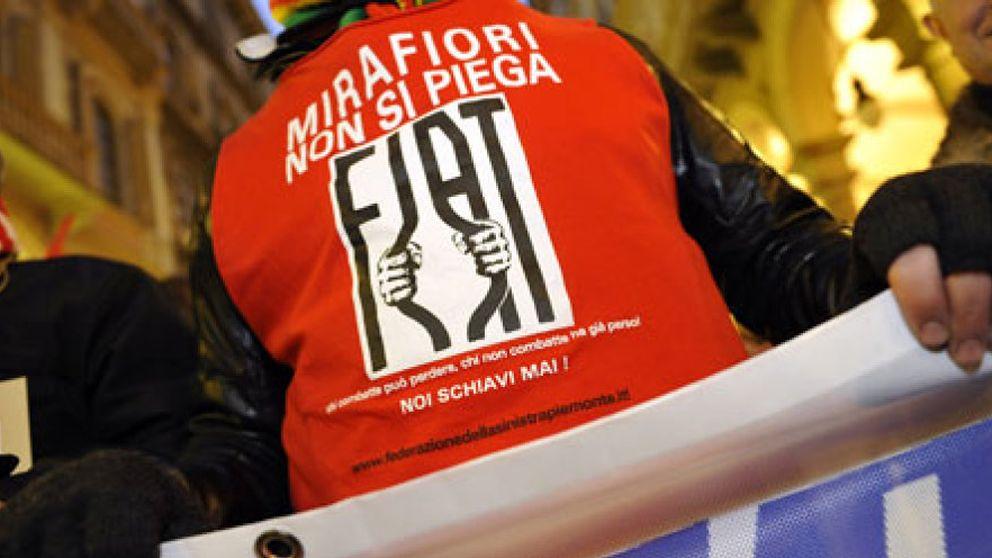 Los trabajadores de Fiat aceptan la merma de sus derechos laborales por salvar sus empleos