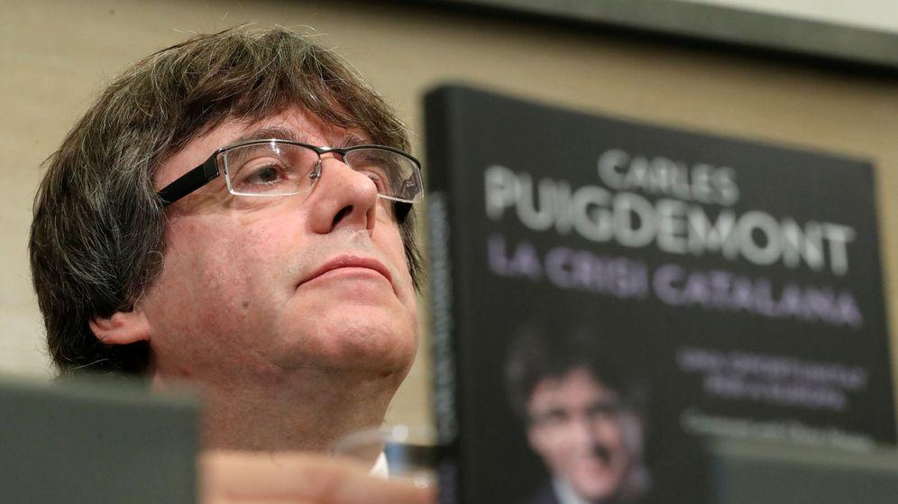 Foto: El 'expresident' Carles Puigdemont, en la presentación de su libro 'La crisis catalana'. (Reuters)