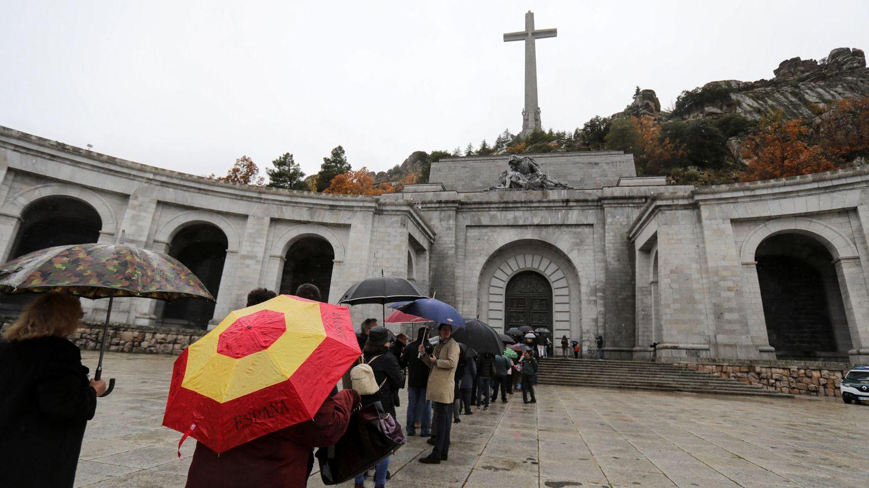 Colas para visitar el Valle de los Caídos. (Reuters)