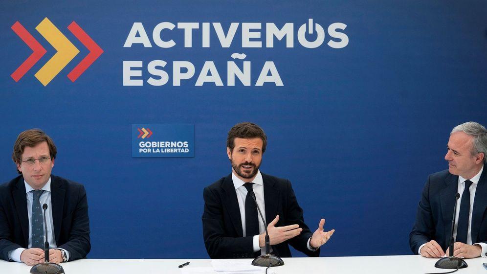 Foto: l presidente del Partido Popular, Pablo Casado (c), durante la reunión que mantuvo este lunes con alcaldes del PP. (EFE)