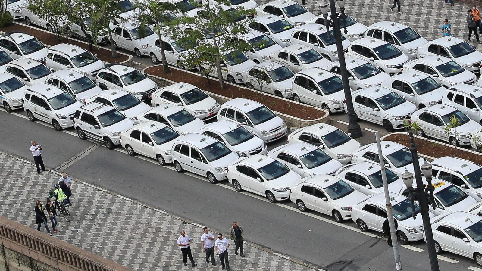 Foto: Manifestación de taxistas en Brasil en protesta por Uber el pasado 9 de septiembre (EFE)
