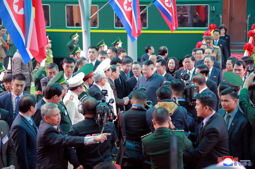 Foto: El líder norcoreano Kim Jong-un a su llegada a la estación Dong Dang, en Vietnam. (Reuters)