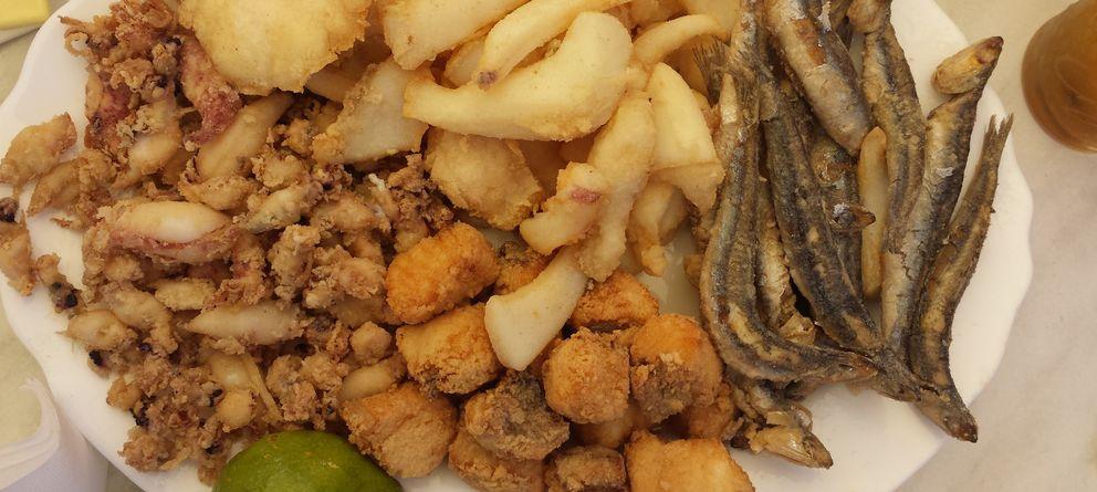 Foto: Chiringuito Cherengueti, frituras, plancha y marisco junto al mar, en Mazagón