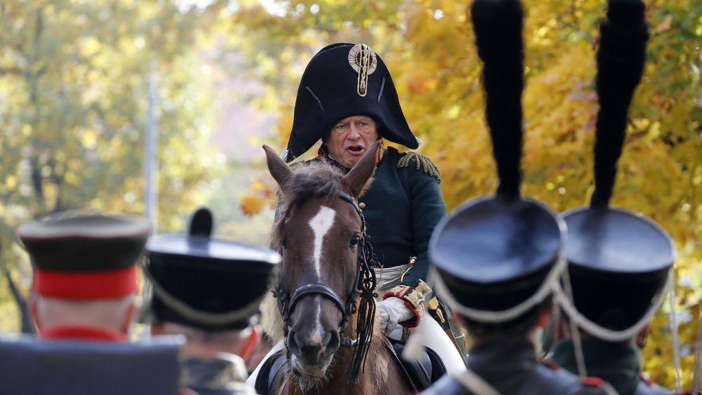 Foto: Oleg Sokolov, durante un recreación histórica sobre Napoléon. (Reuters)